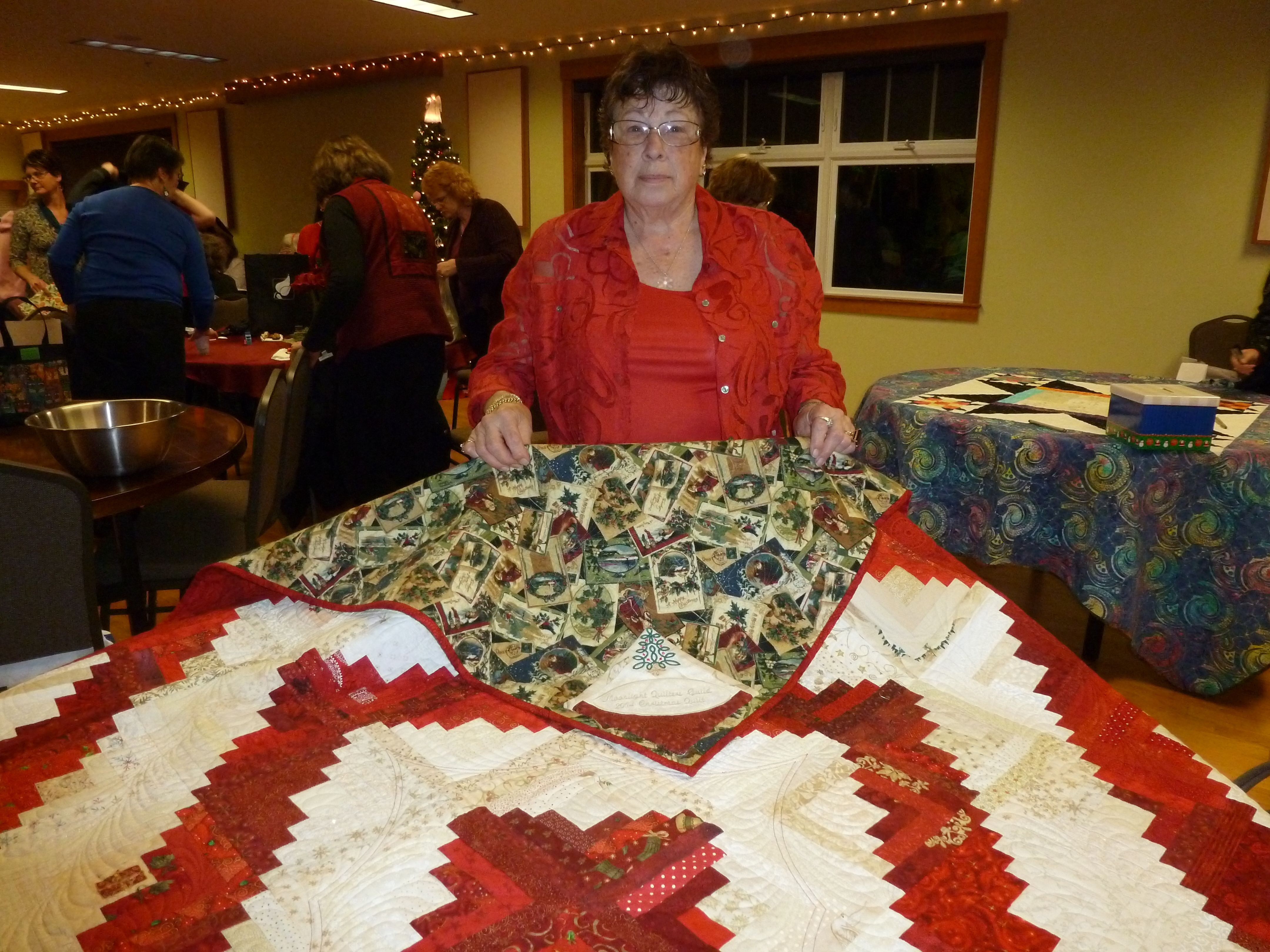 Rose T. Won the Christmas Quilt!
