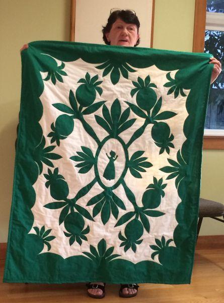 """Reneta's"""" Hawaiian Sun Bonnet"""" quilt"""