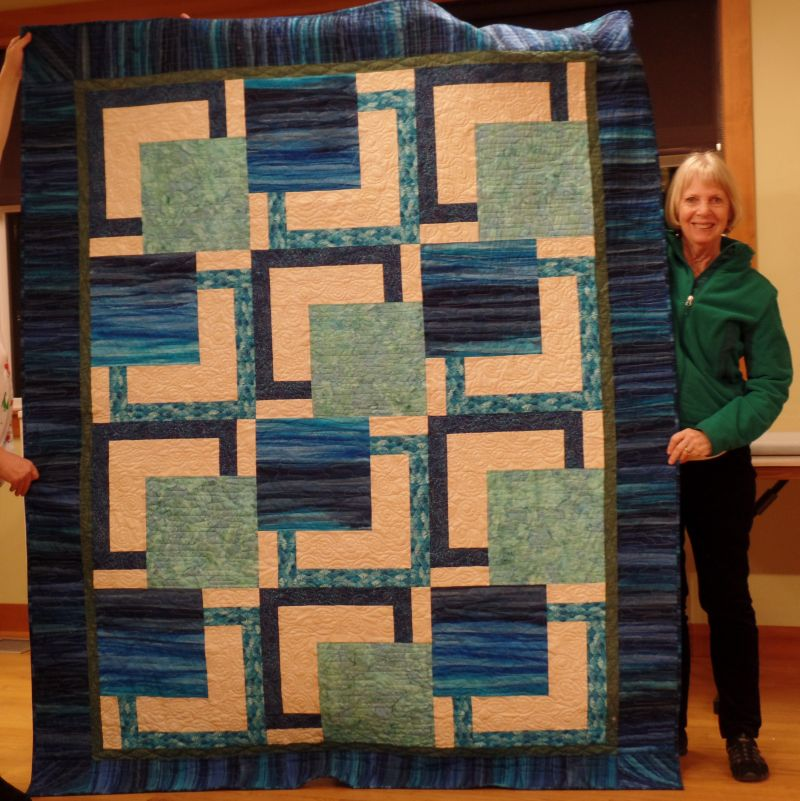 Linda made this wedding quilt for her great niece.
